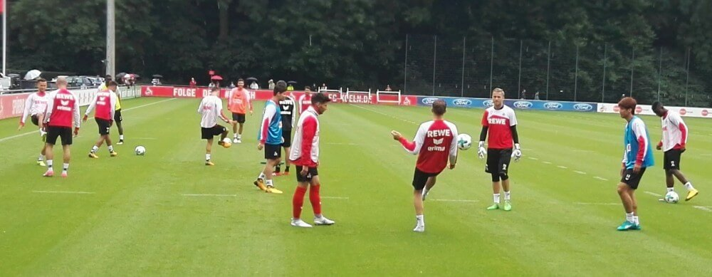 1.FC Köln auf Sportplatz